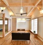 地に足の着いた暮らしは素朴だからこそ豊かさがある-。  木、和紙、光・・・ 素朴な自然素材が心地良い邸宅―。