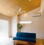 天井が高く、開放的なリビング-。 ~耐震性、断熱性、経年劣化までもしっかり配慮~
